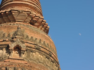 bagan temple moon